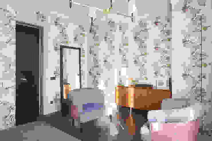 Двери эксклюзив – есть чем удивить Спальня в стиле лофт от Lesomodul Лофт