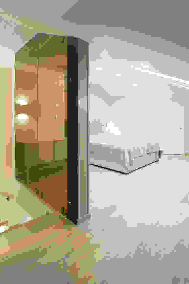 Двери в современном стиле ЖК «Суханово парк» Спальня в стиле минимализм от Lesomodul Минимализм