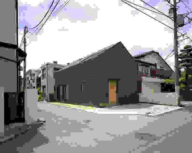 習志野台の家 シミズアトリエ 一級建築士事務所 ミニマルな 家 ゴム ブラウン