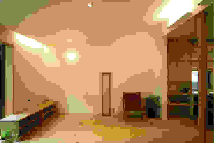 糀谷の家 モダンデザインの リビング の 一級建築士事務所やしろ設計室 モダン 木 木目調
