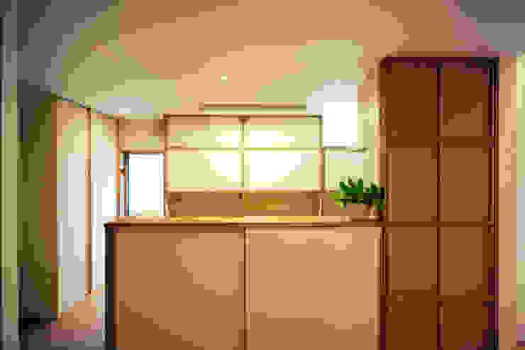 糀谷の家 和風の 玄関&廊下&階段 の 一級建築士事務所やしろ設計室 和風 木材・プラスチック複合ボード