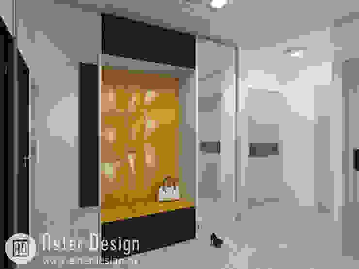 Современная квартира ASTER DECO Коридор, прихожая и лестница в стиле минимализм Янтарный / Золотой