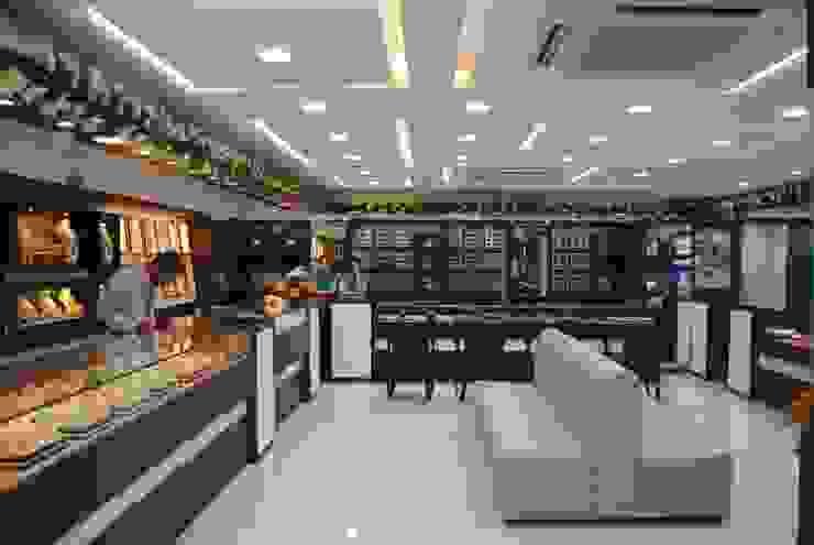PNG Showroom Ratnagiri: classic  by Srujan Interiors & Architects Pvt Ltd,Classic