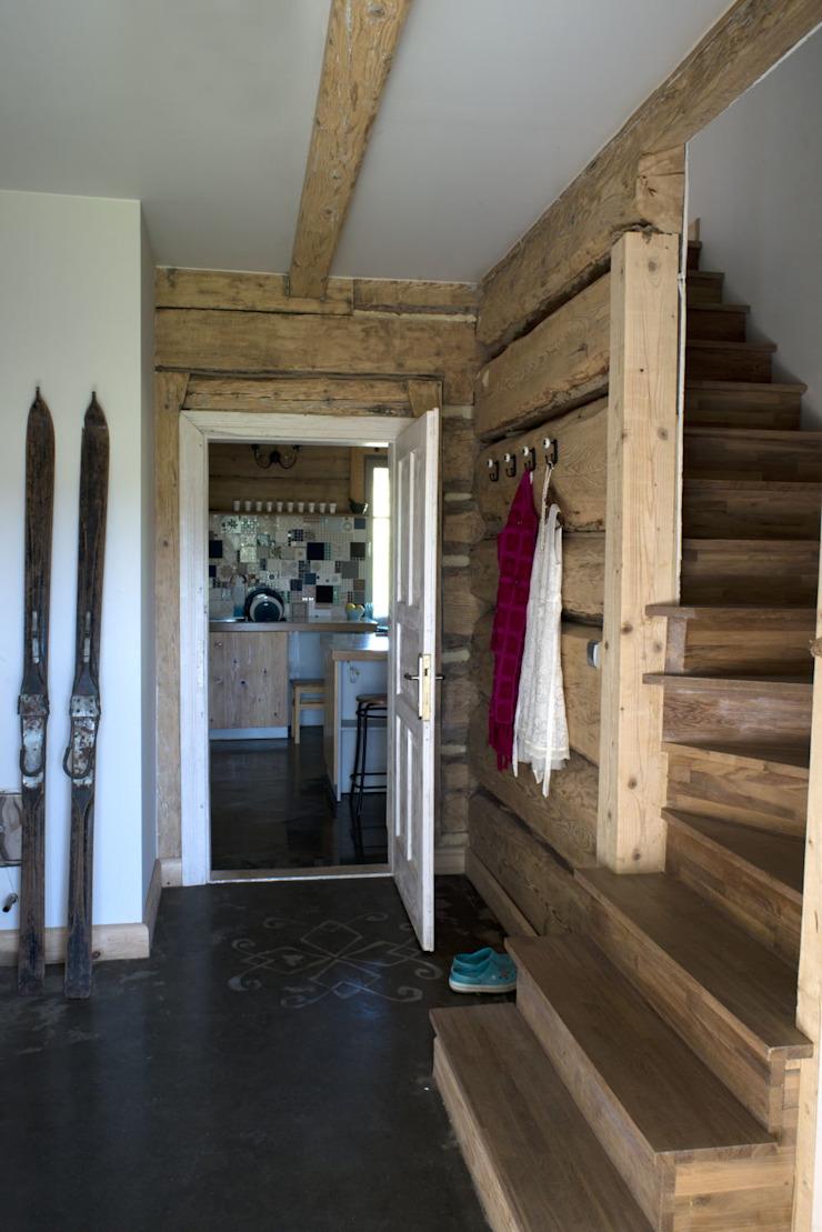 Country style corridor, hallway& stairs by deco chata Country