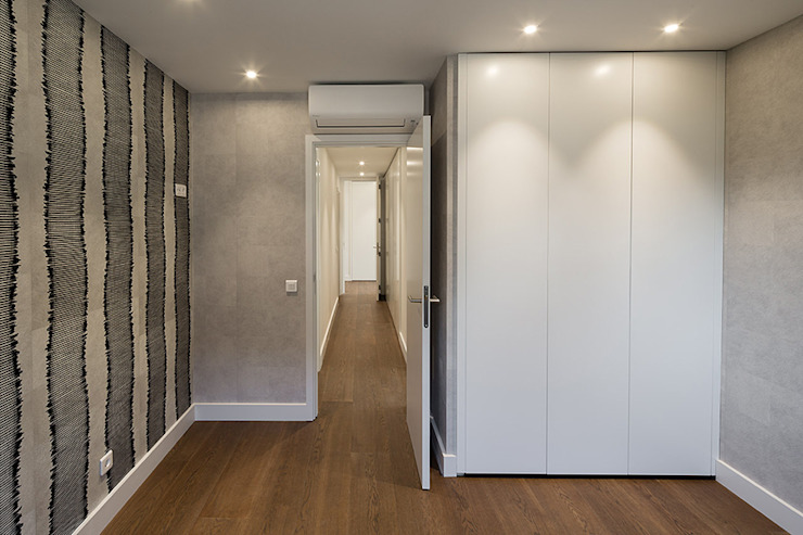 Renovation of an Apartment in Arturo Soria, Madrid Minimalist Yatak Odası Fernando Nieto Arquitecto Minimalist