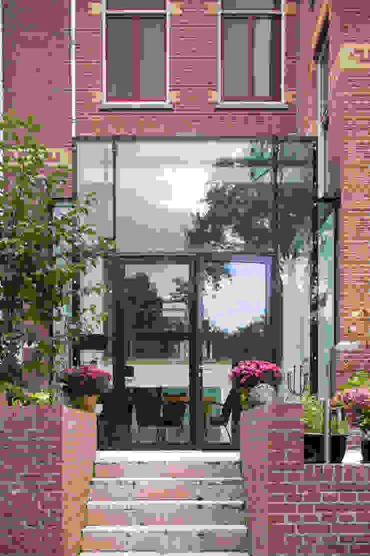 GLAZEN UITBOUW DUINWEG_01 Moderne huizen van HOYT architecten Modern