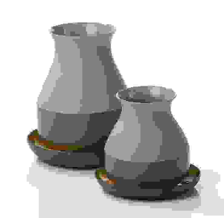 Bat Trang Vases -for Imperfect Design-: modern  door studio arian brekveld, Modern