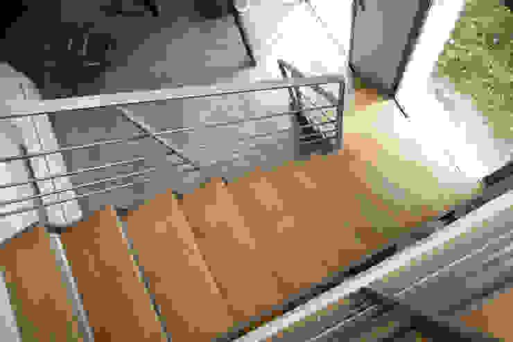 Modern corridor, hallway & stairs by MELANIE LALLEMAND ARCHITECTURES Modern