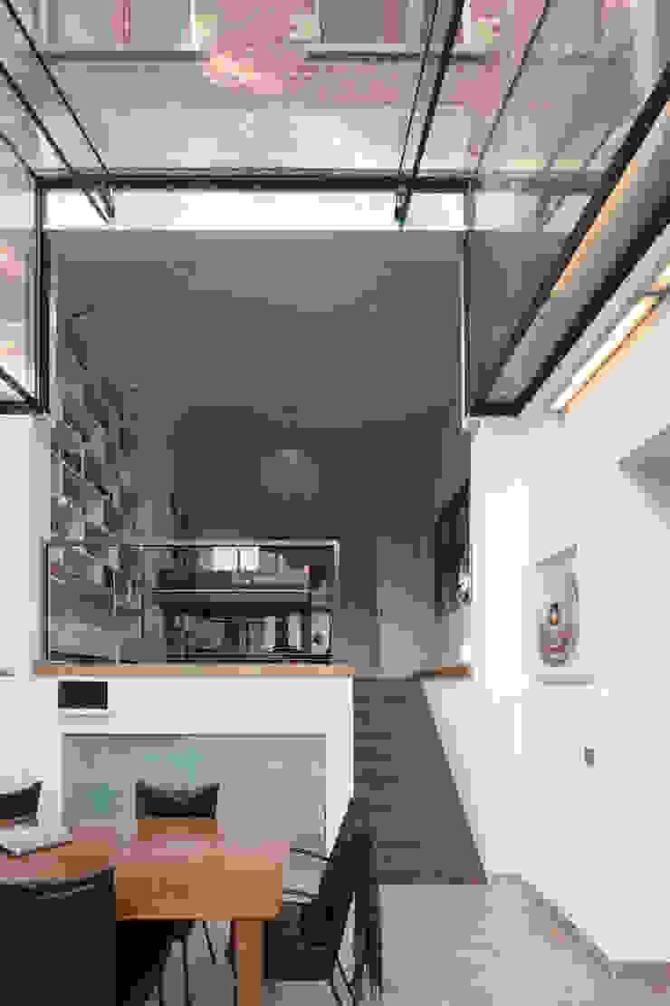GLAZEN UITBOUW DUINWEG_02 Moderne huizen van HOYT architecten Modern