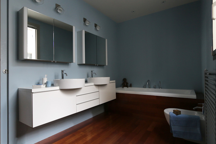 Modern Bathroom by MELANIE LALLEMAND ARCHITECTURES Modern