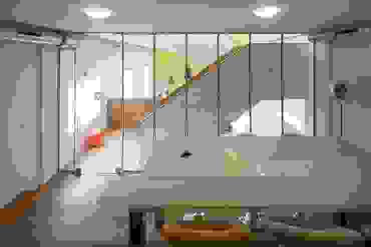 TRANSFORMATIE VAN KERK NAAR KANTOOR_09 Moderne kantoorgebouwen van HOYT architecten Modern