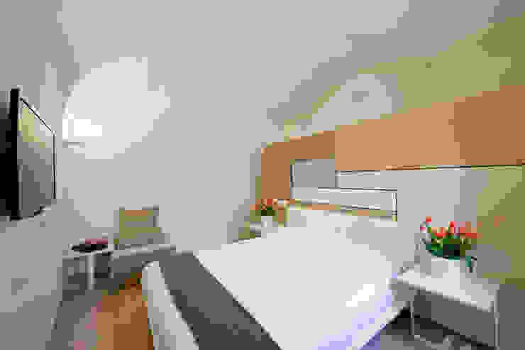 Dormitorios de estilo moderno de UZone Design Moderno