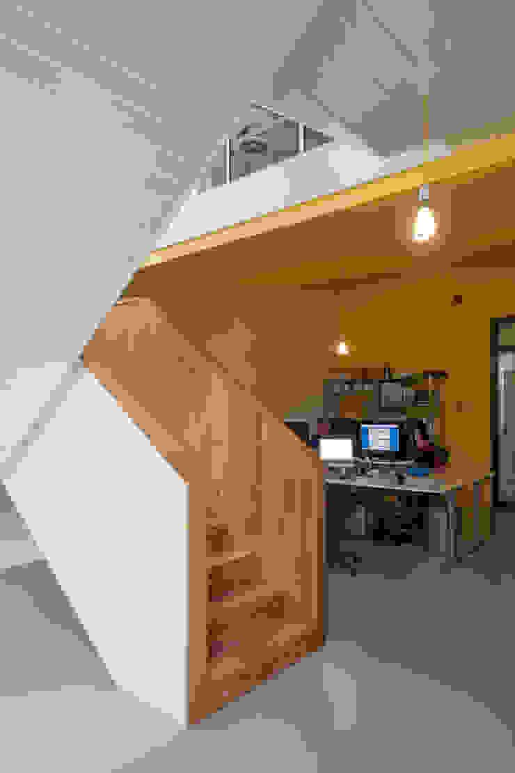 TRANSFORMATIE VAN KERK NAAR KANTOOR_05 Moderne kantoorgebouwen van HOYT architecten Modern