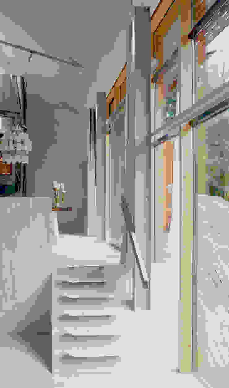 Dutch Mountain Moderne ramen & deuren van KRFT Modern