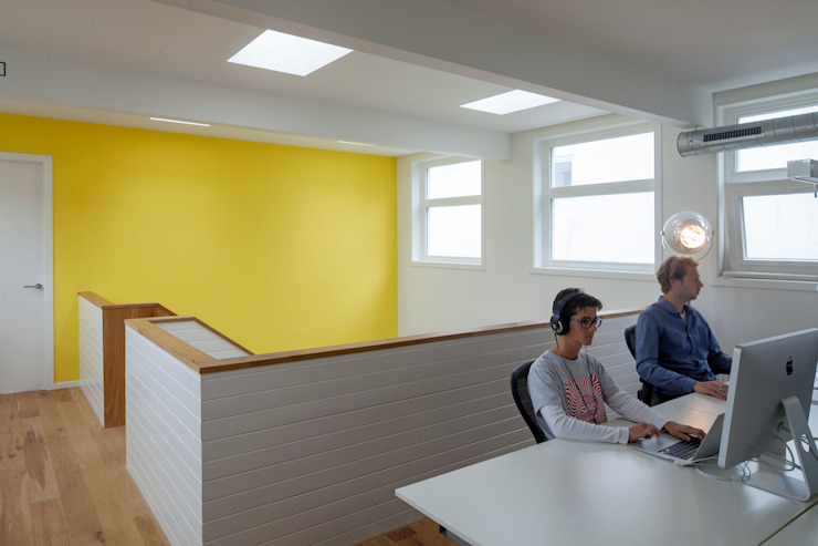 TRANSFORMATIE VAN KERK NAAR KANTOOR_10 Moderne kantoorgebouwen van HOYT architecten Modern