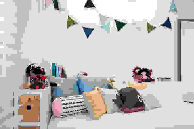 Modern nursery/kids room by Urbana Interiorismo Modern