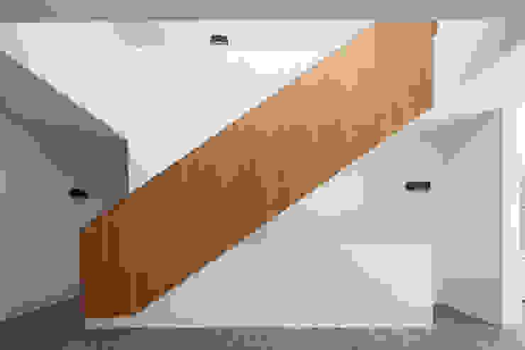 모던스타일 복도, 현관 & 계단 by Unterlandstättner Architekten 모던