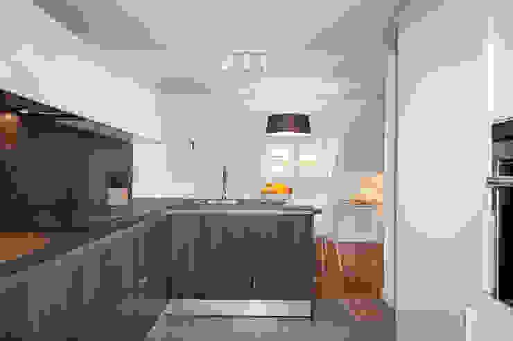 Apartamento 45m2 en el Ensanche de Bilbao Cocinas modernas de Urbana Interiorismo Moderno