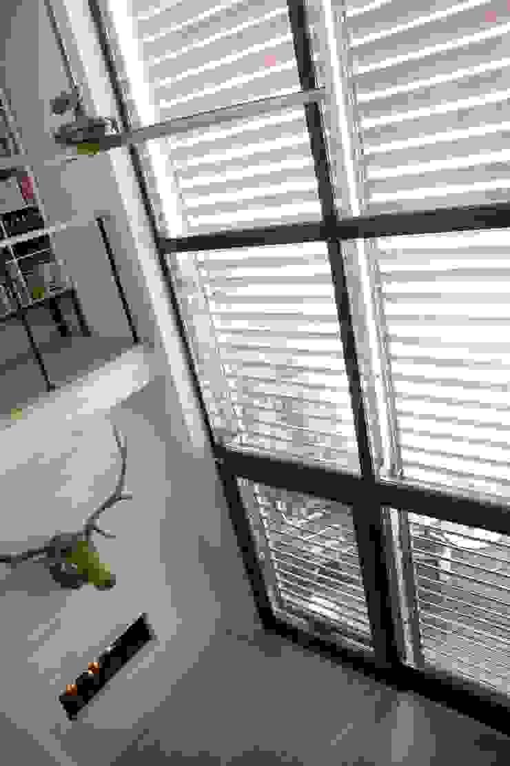 Modern Living Room by HOYT architecten Modern
