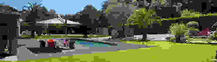 Villa Mougins Piscine moderne par affinity-Lifestyle Moderne
