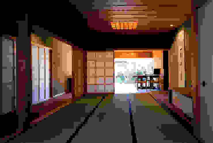 Ruang Keluarga Gaya Eklektik Oleh 松井建築研究所 Eklektik