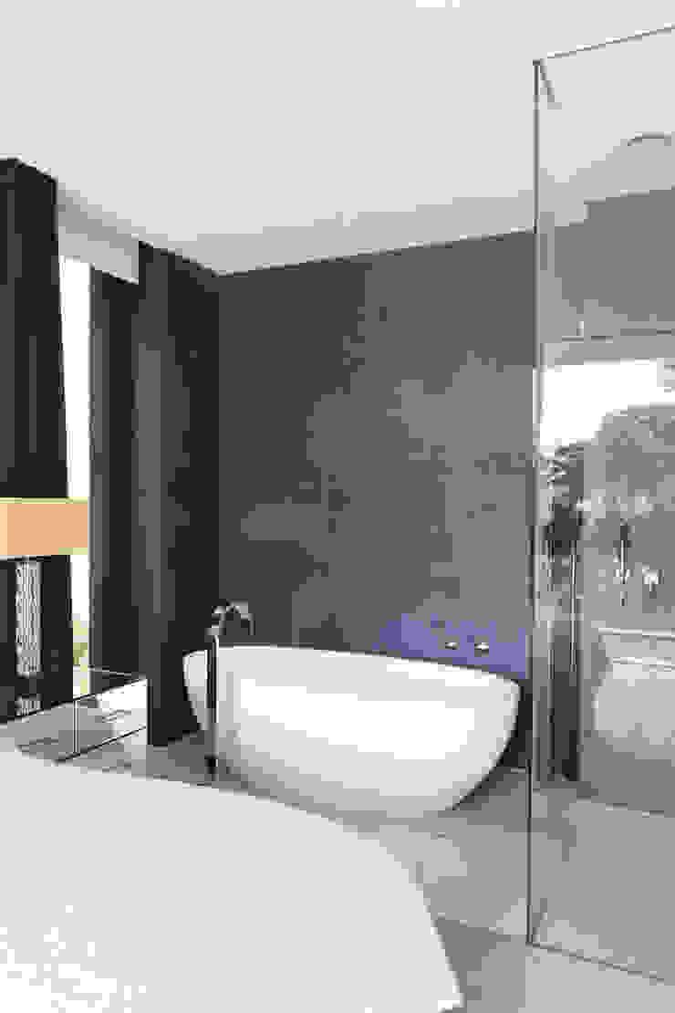 E2 PAVILION ECO HOUSE, BLACKHEATH Modern bathroom by E2 Architecture + Interiors Modern