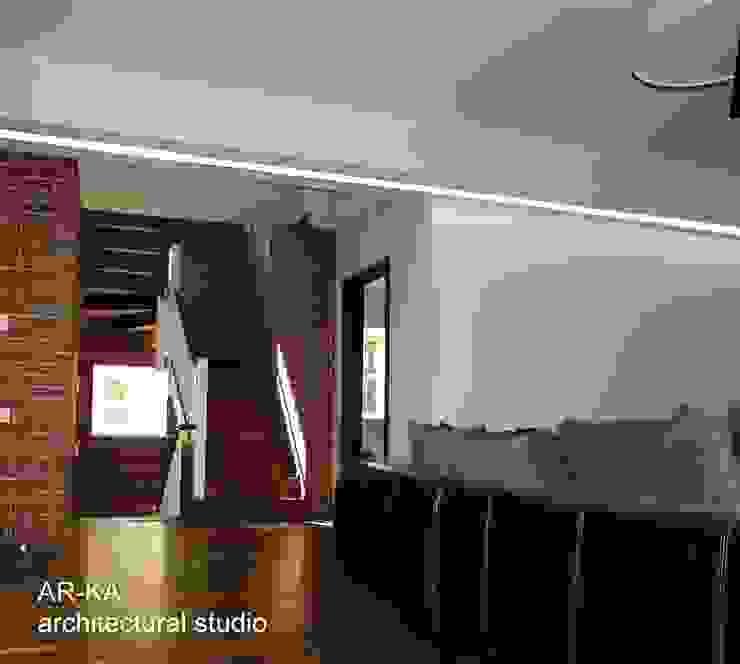 Дом в Малаховке: Гостиная в . Автор – AR-KA architectural studio, Модерн