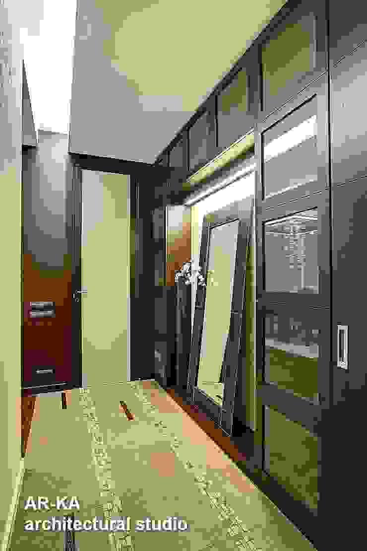 Жизнь в ШОКОЛАДЕ Коридор, прихожая и лестница в модерн стиле от AR-KA architectural studio Модерн