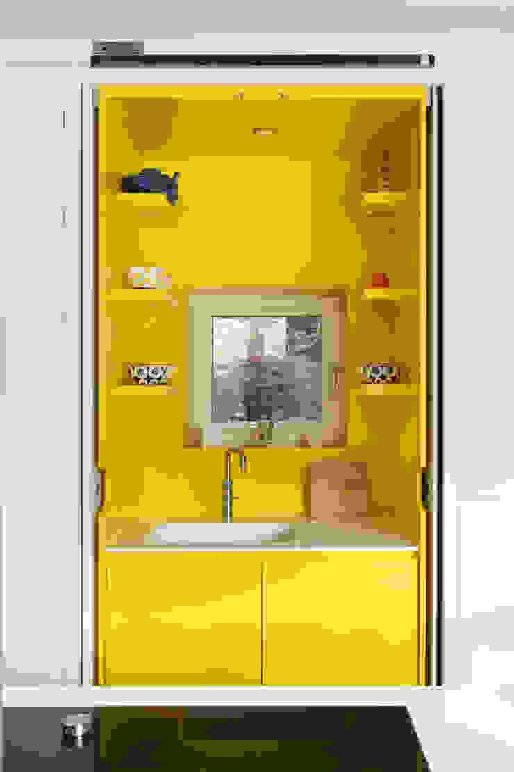 E2 PAVILION ECO HOUSE, BLACKHEATH Modern kitchen by E2 Architecture + Interiors Modern