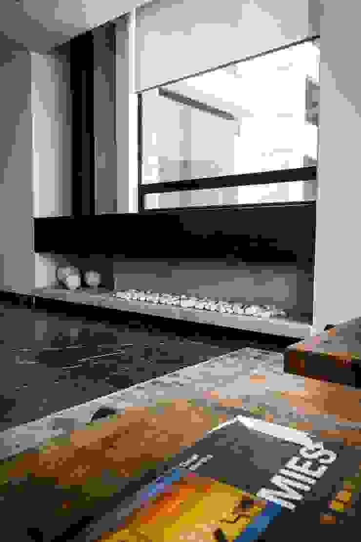 Modern Corridor, Hallway and Staircase by Concepto Taller de Arquitectura Modern