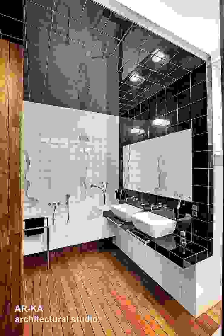 Модернизм в исторической среде Ванная в стиле лофт от AR-KA architectural studio Лофт