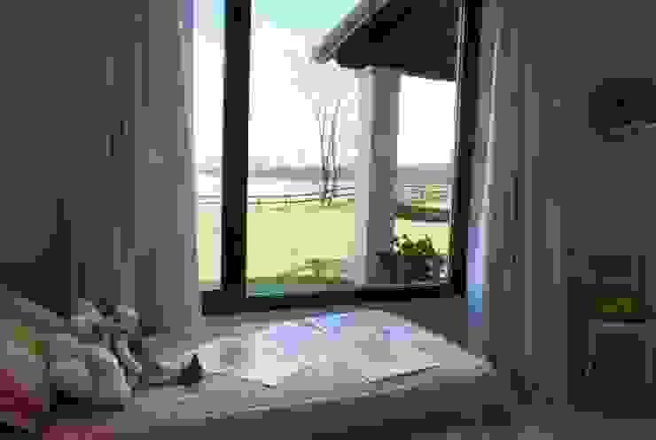 Vista desde DORMITORIO Dormitorios rurales de Parrado Arquitectura Rural
