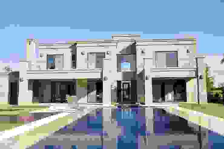 Дома в . Автор – Parrado Arquitectura, Классический