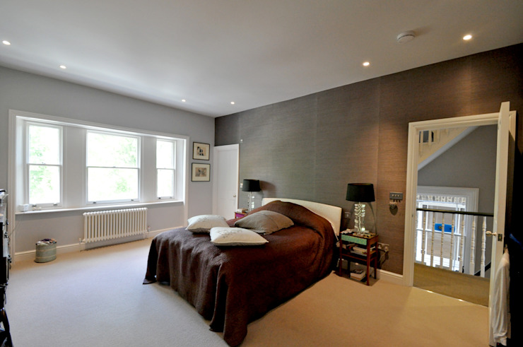 OPPIDANS ROAD, PRIMROSE HILL Modern style bedroom by E2 Architecture + Interiors Modern