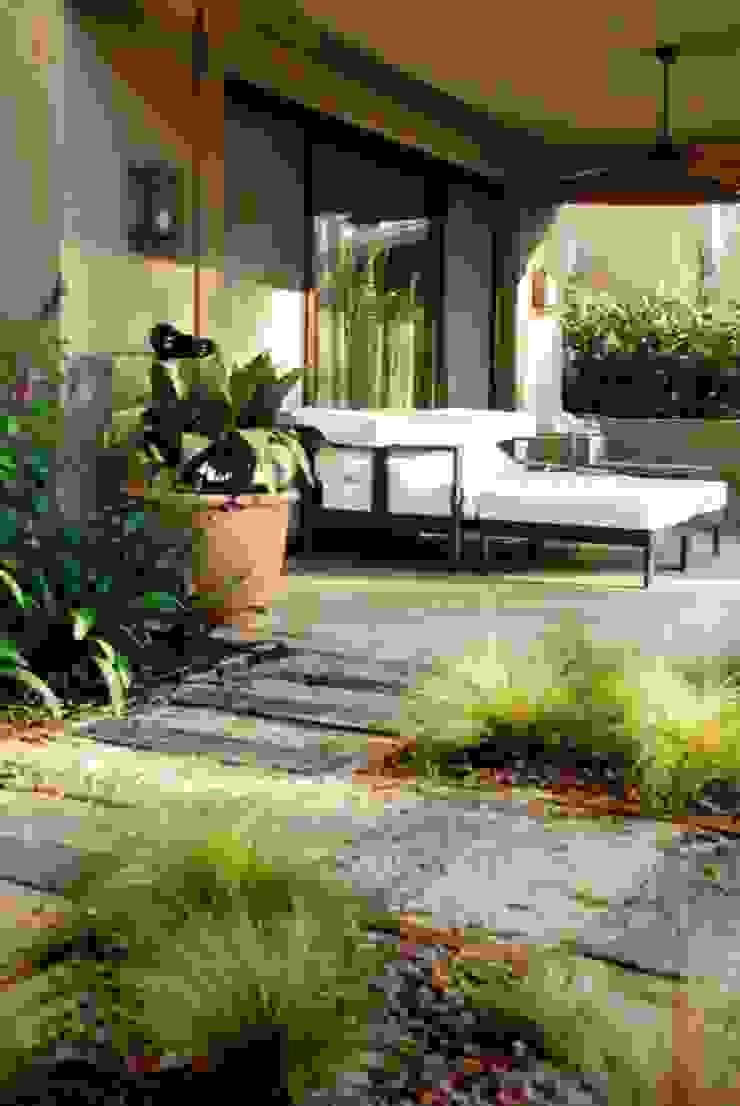 Rustic style garden by Parrado Arquitectura Rustic