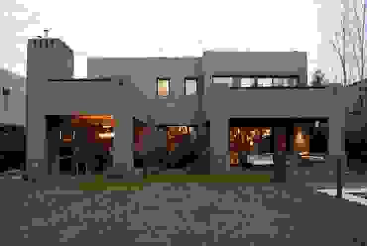 Houses by Parrado Arquitectura, Modern