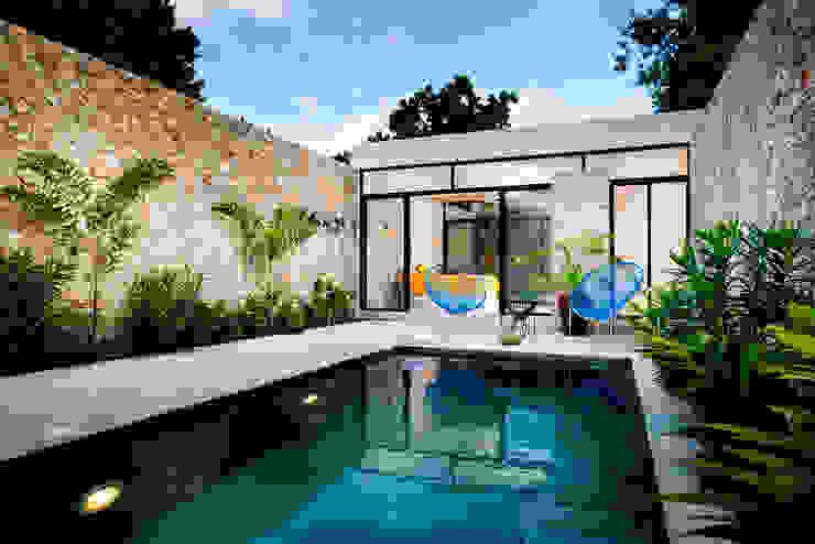Piscinas de estilo  por Taller Estilo Arquitectura, Moderno