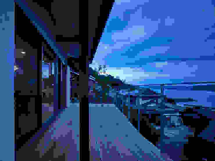 ISHIGAKI NO IE : 鶴巻デザイン室が手掛けたテラス・ベランダです。