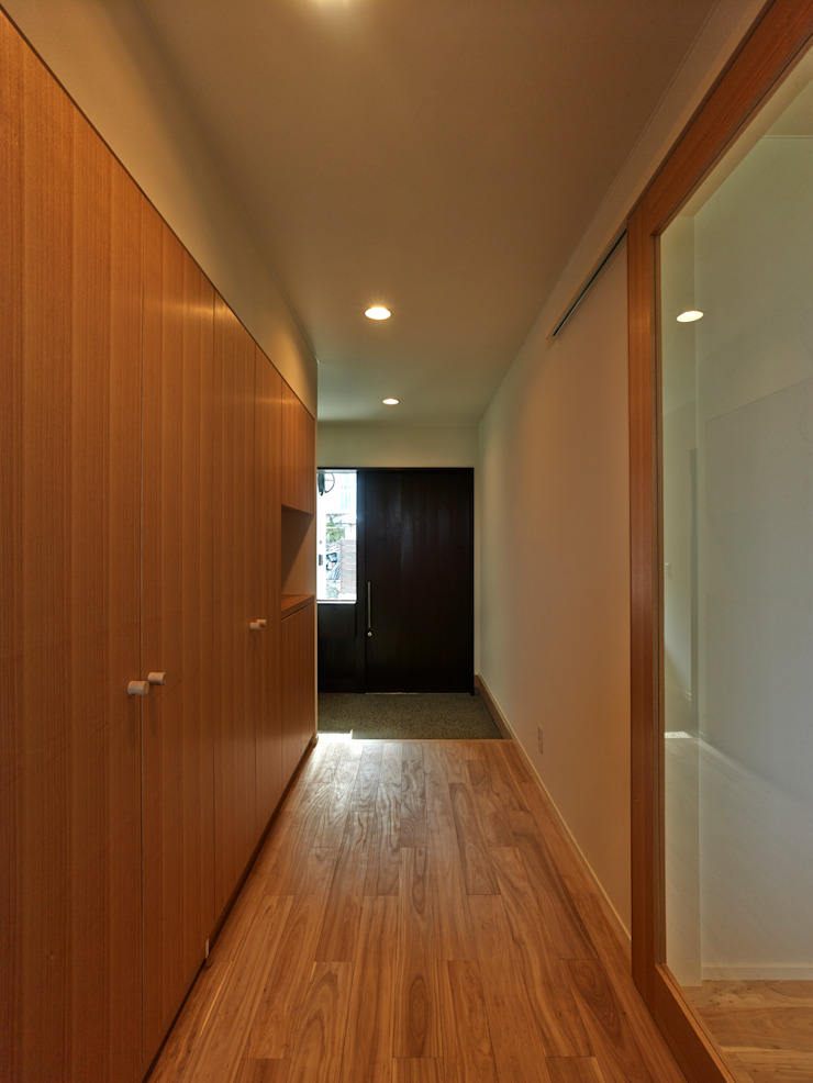 鶴巻デザイン室 Modern Corridor, Hallway and Staircase