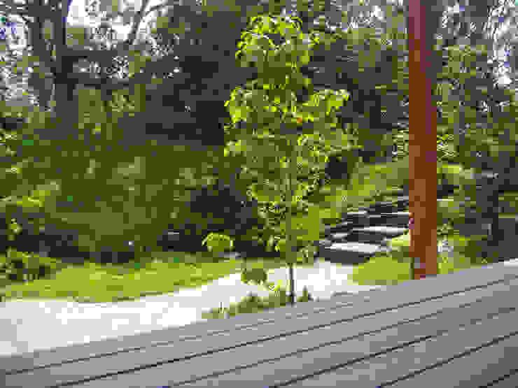 階段方向の眺め オリジナルな 庭 の 新美園 オリジナル