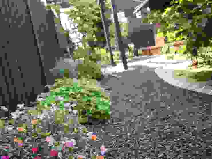 既存のお花も再利用 カントリーな 庭 の (有)エクサ 庭工房絵草 DOGRUN海岸通り カントリー