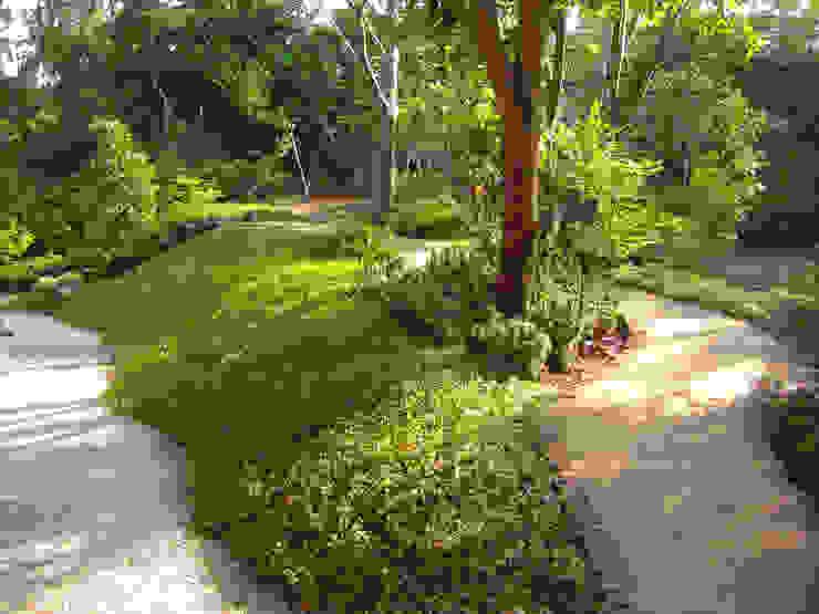 主庭と建物裏手を結ぶ園路 オリジナルな 庭 の 新美園 オリジナル