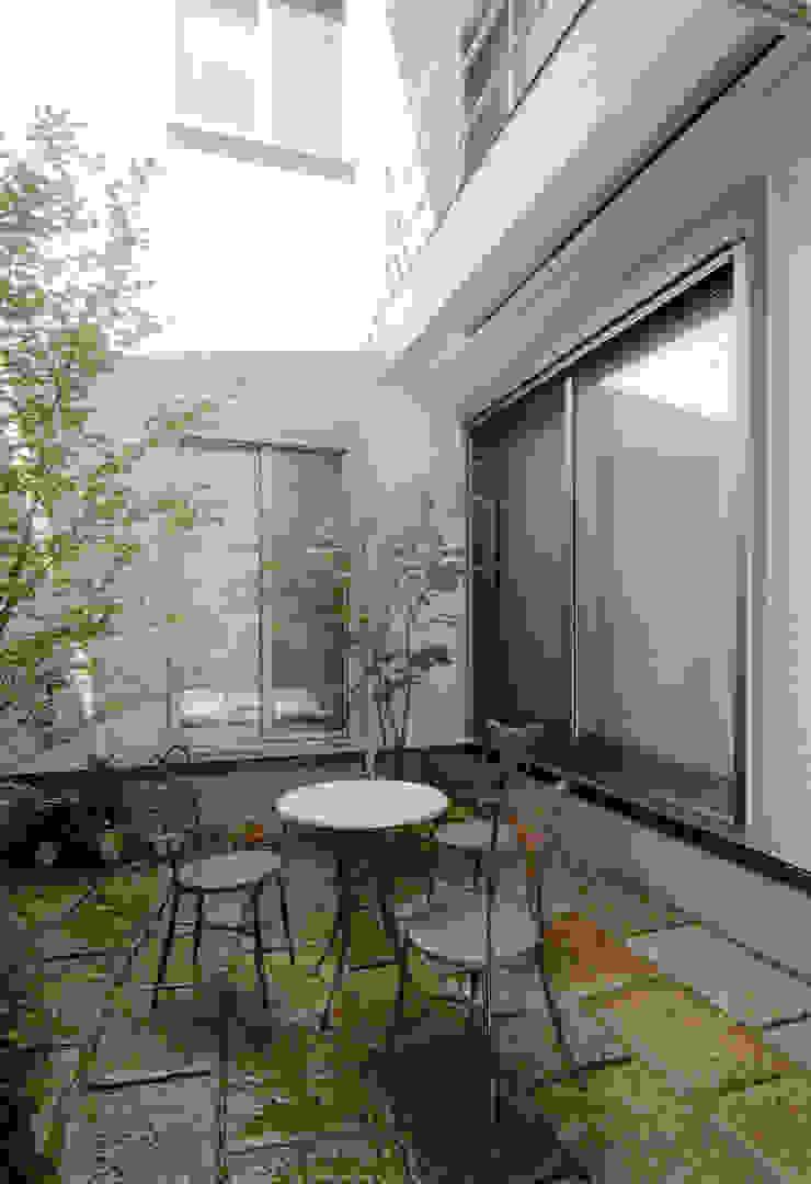 鶴巻デザイン室 Modern Garden