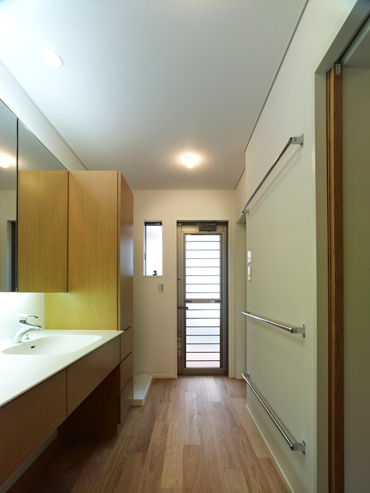 雑木林の家 モダンスタイルの お風呂 の 鶴巻デザイン室 モダン