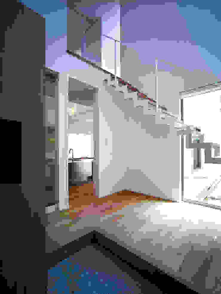 雑木林の家 モダンスタイルの 玄関&廊下&階段 の 鶴巻デザイン室 モダン