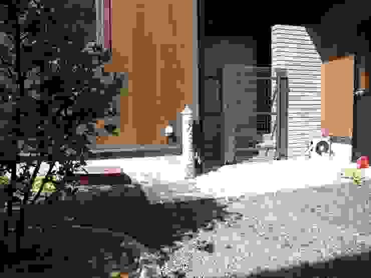 オリジナル立水栓: (有)エクサ 庭工房絵草 DOGRUN海岸通りが手掛けた折衷的なです。,オリジナル