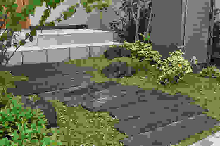 枕木アプローチ オリジナルな 庭 の 新美園 オリジナル