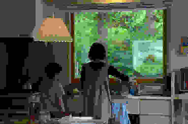 母・子の時間: (株)誠設計事務所が手掛けたスカンジナビアです。,北欧