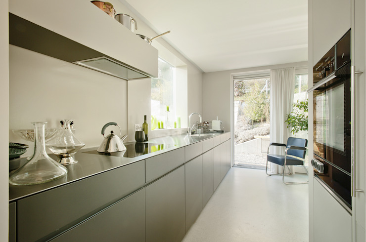 Modern style kitchen by LENGACHER EMMENEGGER PARTNER AG Modern