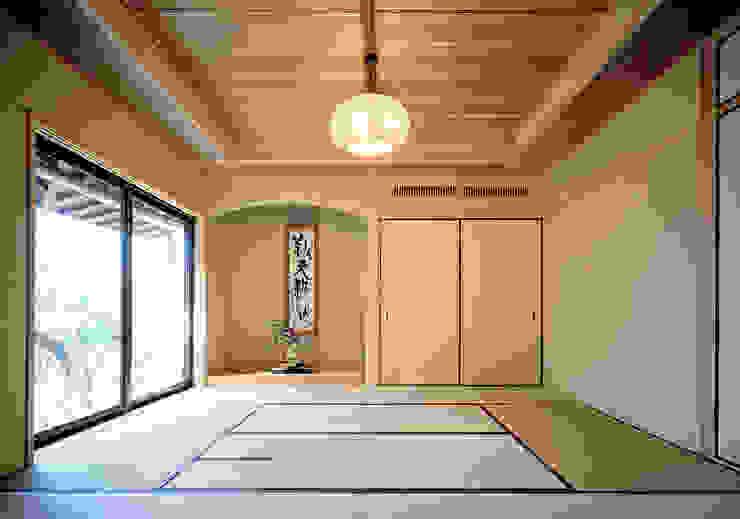 鳴滝の家 和風デザインの 多目的室 の 鶴巻デザイン室 和風